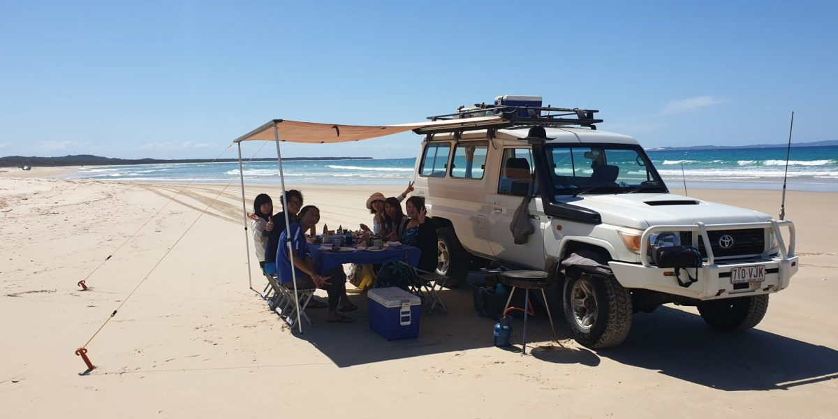 group-enjoying-lunch-on-the-beach